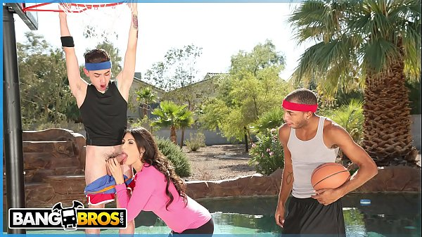 BANGBROS – Juan El Caballo Loco Tag Teams His Stepmom Makayla Coxxx